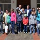 Партийцы организовали для детей-инвалидов экскурсию в Муравьевский парк
