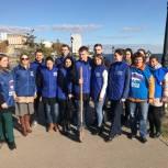Партийцы Октябрьского района высадили деревья на новой набережной