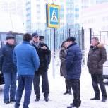В Новосибирске партийцы проверили организацию дорожного движения перед одной из школ