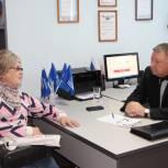 В Новобурасском районе Александру Романову рассказали о проектах для молодежи и пожилых людей