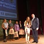 Школьникам Заводского района вручили паспорта и подарки к празднику