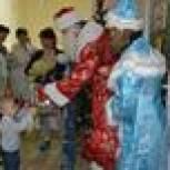 Руднянские партийцы организовали праздник для детей в районной больнице