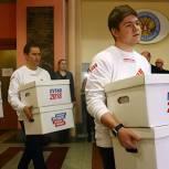 Представители штаба Путина предоставили в ЦИК РФ подписи, необходимые для его регистрации кандидатом в Президенты РФ