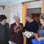 Ветераны поделились с партийцами воспоминаниями о Сталинградской битве