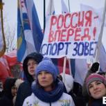 Тысячи представителей «Единой России» вышли на митинг в поддержку российских спортсменов в Саратове