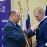 Иван Кузьмин поздравил олимпийского чемпиона Илью Захарова с вступлением в «Единую Россию»