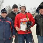 Спасские партийцы пришли на хоккейный матч поддержать земляков