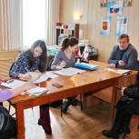 Жители Самойловки получили бесплатную юридическую помощь в местной приемной «Единой России»