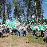 Галина Уткина сажала деревья вместе с истринскими партийцами в рамках акции «Лес Победы»