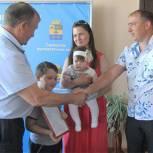 Молодая семья из поселка Сараи получила субсидию на жилье