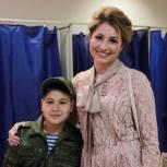 Участник праймериз Юлия Рокотянская проголосовала вместе со своей семьей