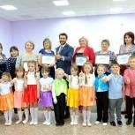 Александр Прокопьев вручил сертификаты на реализацию проектов детских садов Троицкого района