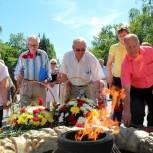 Представители «Единой России» приняли активное участие в памятных мероприятиях в районах области