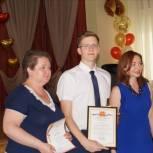Партийцы поздравили лучших саратовских выпускников с окончанием школы