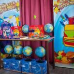 Депутаты от «Единой России» помогли малообеспеченным семьям собрать детей в школу