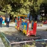 Местное отделение партии «Единая Россия» помогло жителям Заводского района устранить течи воды во дворах