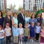 Андрей Иванов вместе с Ларисой Лазутиной и жителями осмотрел новый детский сад в Одинцово-1