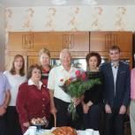 Представители «Единой России» поздравили труженика тыла из Калининска с юбилеем