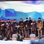 Эстафетой рукопожатий отметили тюменцы День народного единства