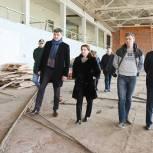 Работы по капремонту спорткомплекса в Черноголовке проверила Ирина Слуцкая