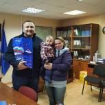 Партийцы Пушкино вручили подарочные наборы многодетным семьям