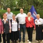Партийцы Лобни организовали праздничное мероприятие для посетителей центра «Уют»