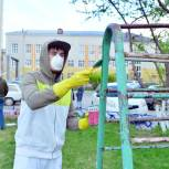 Тобольские единороссы приняли участие в благоустройстве детской площадки