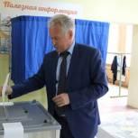 Руководитель исполкома Партии Юрий Дворянинов проголосовал на предварительном голосовании