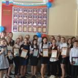 Ершовские выпускники получили сертификаты о занесении на Доску Почета
