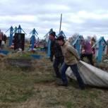 Усть-Цилемские единороссы провели субботник