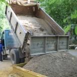 Партиец организовал завоз нового песка на детские площадки Кировского района