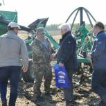 Юрий Конев поздравил юргинского механизатора