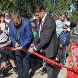 Депутат помог в строительстве детской площадки
