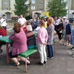 Николай Кузяков активно общается с избирателями