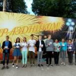 Молодежь и партийцы Петровска получили значки ГТО