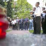 «Единая Россия» почтила память 14 моряков-подводников, погибших на Северном флоте