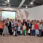 Химкинские единороссы организовали выставку картин детей с ограниченными возможностями здоровья