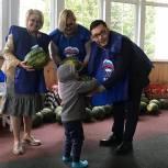 Единороссы поселения Булатниковское передали в кризисный центр для женщин с детьми 100 кг арбузов
