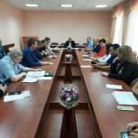 Партийцы Волжского района присоединились к акции «Собери ребенка в школу»