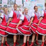 Александр Ельников вручил первоклассникам сертификаты на бесплатное посещение спортивной школы