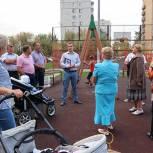 В Павловском Посаде единороссы обсудили с гражданами благоустройство двора