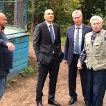 Дмитрий Голубков обсудил с жителями поселка Сосны благоустройство спортивной площадки