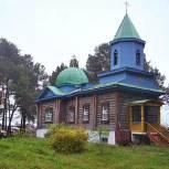 Тобольские единороссы провели субботник на территории храма Казанской иконы Божьей матери
