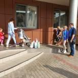 Королевские «Единороссы» проверили доступность сетевых супермаркет для маломобильных граждан