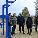 Партийцы проверили качество монтажа оборудования на новой спортплощадке в Чучкове