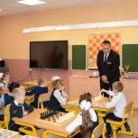В Мурманске прошел первый урок в рамках проекта Партии «Шахматы – школе»