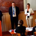 Наталья Цепенко проверила качество ремонта в школе Михайловского района