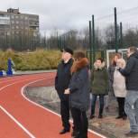 Замечания партийцев учтены при строительстве межшкольного стадиона в Мурманске