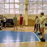 «Единая Россия» и «Молодая Гвардия» подарили Луховицкой школе №2 спортинвентарь