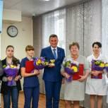 Дмитрий Осипов и Виктор Бронников поздравили коллектив поликлиники №17 с юбилеем
